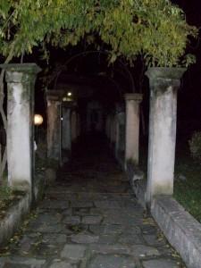 Le maestose Colonne del Castello della Verrucola