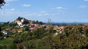 Panorama di Castagnito, terra di vini e di tartufi