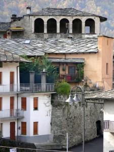 Mura antiche tra moderne mura