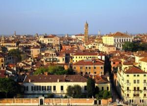 Il campanile storto di Santo Stefano a Venezia