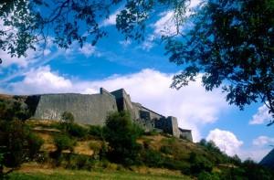 i bastioni delle mura del forte di exilles