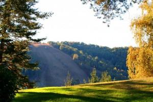 Piandisole…in attesa della neve. Panoramica dello schy-lift dal Golf Club Piandisole.