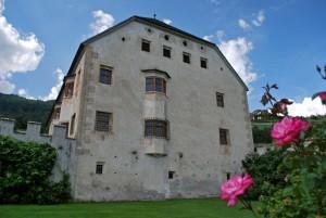 le rose nel Castel Velturno