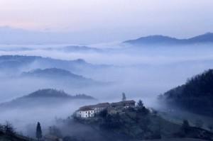 le colline di aramengo e la nebbia