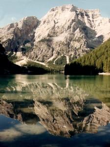 le acque riflettenti del lago di Braies