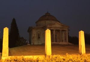 Veduta di un Mausoleo in Ispra