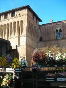 Mercato dei fiori sotto il Castello