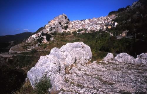 Cervara di Roma - Simile alla roccia
