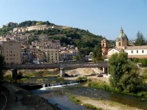 panorama di Cosenza alla confluenza dei fiumi Crati e Busento