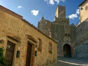 La porta di accesso al borgo medioevale