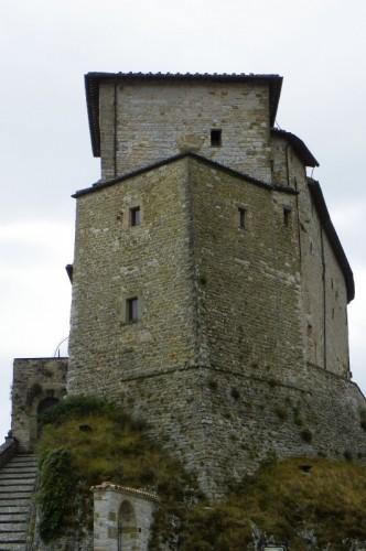 Frontone il castello di frontone for Castello di frontone