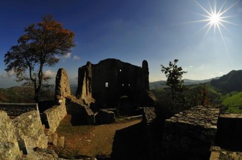 Canossa - I resti del Castello di Canossa
