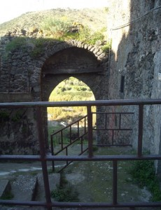 Porta Pugliese XIII sec. (dietro)