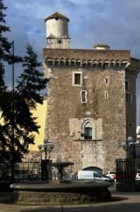 Benevento - Uno sguardo alla Rocca dalla  villa comunale
