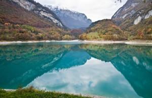 Il lago di Tenno in autunno