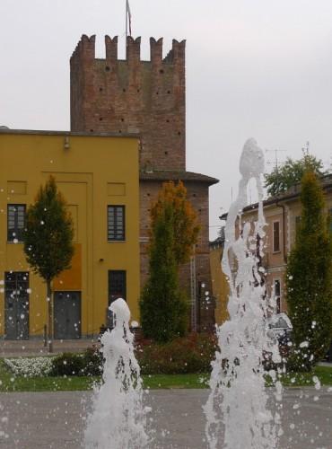 Casalpusterlengo - La torre e la fontana
