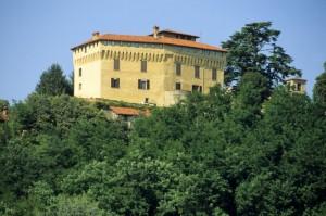 in cima alla collina domina il castello