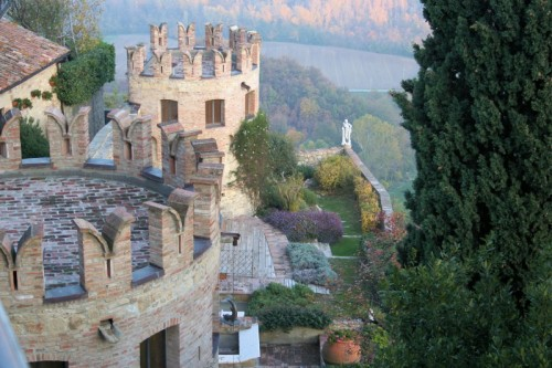Vernasca - Mura con giardino