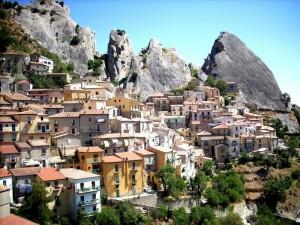 Il Borgo tra le rocce