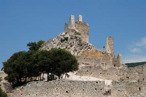 Rocca San Silvestro, resti della torre e mura di cinta.
