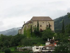 Il castello  di Scena, dimora dei conti di Merano