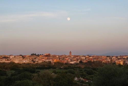 Paulilatino - Paulilatino al tramonto e la luna che guarda