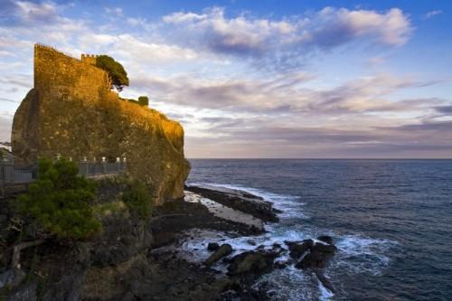 Aci Castello - Il sole saluta il Castello di Aci