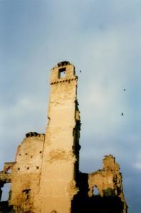 Le spettrali rovine del Castello di Gorzegno
