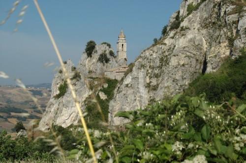 Bagnoli del Trigno - La chiesa tra le rocce