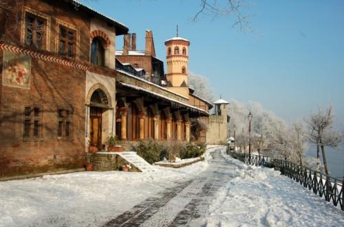 Torino - sul po la neve e il castello medioevale