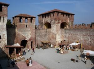 Castello di Soncino - rievocazione storica nel cortile del pozzo