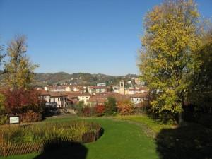 Il comune di Acqui Terme avvolto nel verde delle sue colline