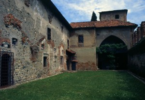 le mura del castello di moncrivello