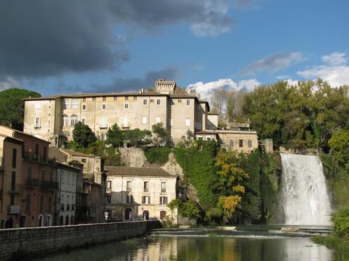 Isola del Liri - il liri a caduta dal castello ...