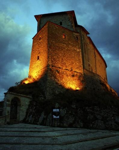 Frontone castello di frontone for Castello di frontone