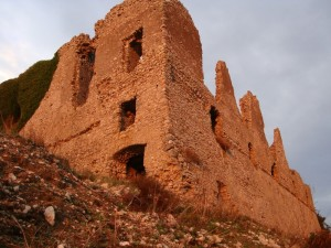 La Rocca Montis Dragonis al tramonto