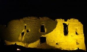 La rocca Montis Dragonis di notte - versante occidentale