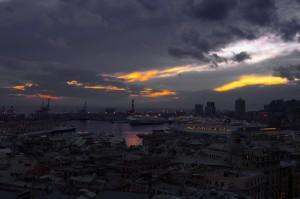 Nubi sul porto di Genova