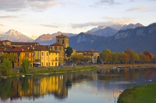 Brivio - Brivio-come sfondo-sx la Grignetta-dx il Resegone montagne di Lecco