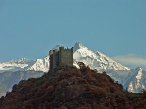 dietro il bianco,davanti il rosso,così si presentava oggi il castello di Ussel