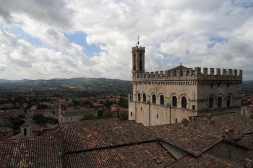 Gubbio - Con i gatti fra i tetti di Gubbio
