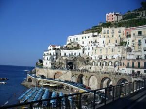Un pittoresco comune della Costiera Amalfitana