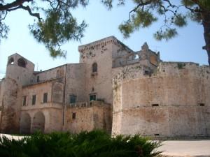 Castello di Conversano:Torre Dodecagonale in cornice verde