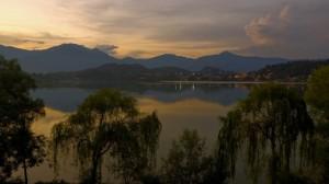 Tramonto sul lago grande