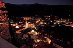 Panorama notturno di Brisighella