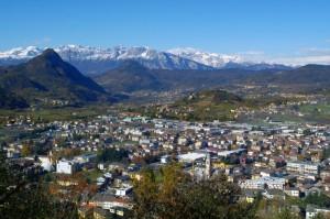 Il paese di Pergine Valsugana visto dall'alto del suo castello.