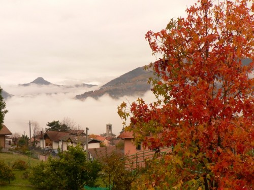 San Fedele Intelvi - colori tra la nebbia