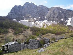 Campocatino: capanne ai piedi del monte Roccandagia