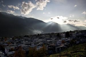 Raggi di sole su Ponte in Valtellina