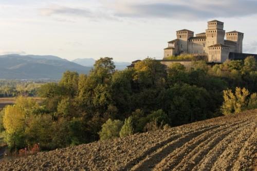 Langhirano - Il Castello su un cuscino verde
